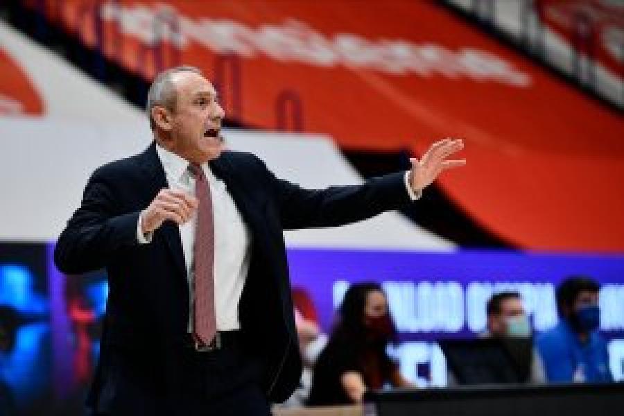 https://www.basketmarche.it/immagini_articoli/01-01-2021/olimpia-milano-pesaro-coach-messina-raggiunge-presenze-serie-600.jpg
