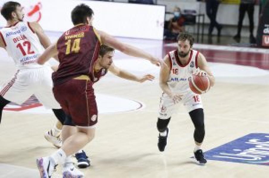 https://www.basketmarche.it/immagini_articoli/01-01-2021/pallacanestro-trieste-daniele-cavaliero-tocca-presenze-recordman-giocatori-attivit-600.jpg