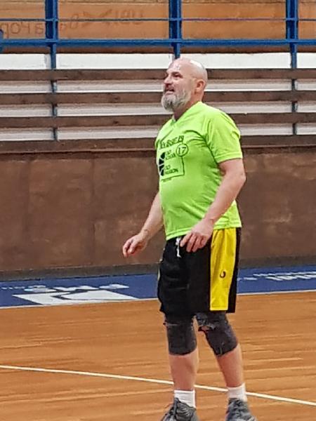 https://www.basketmarche.it/immagini_articoli/01-02-2019/basket-jesi-supera-conero-esulta-rientro-stefano-carletti-600.jpg