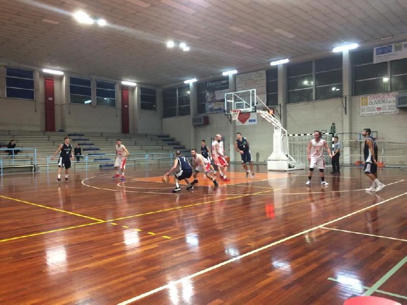 https://www.basketmarche.it/immagini_articoli/01-02-2020/ricci-chiaravalle-vince-convince-marotta-basket-600.jpg