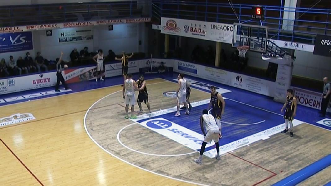 https://www.basketmarche.it/immagini_articoli/01-02-2021/ferma-campo-sutor-montegranaro-cosa-giulia-basket-giulianova-600.jpg