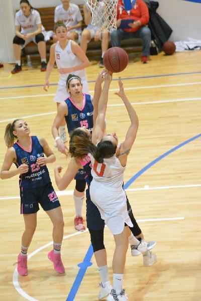https://www.basketmarche.it/immagini_articoli/01-03-2020/femminile-emilia-romagna-blocca-attivit-fino-marzo-slitta-inizio-fase-playoff-600.jpg