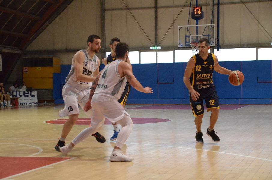 https://www.basketmarche.it/immagini_articoli/01-04-2019/baia-flaminia-resta-sutor-montegranaro-mani-vuote-pesaro-600.jpg