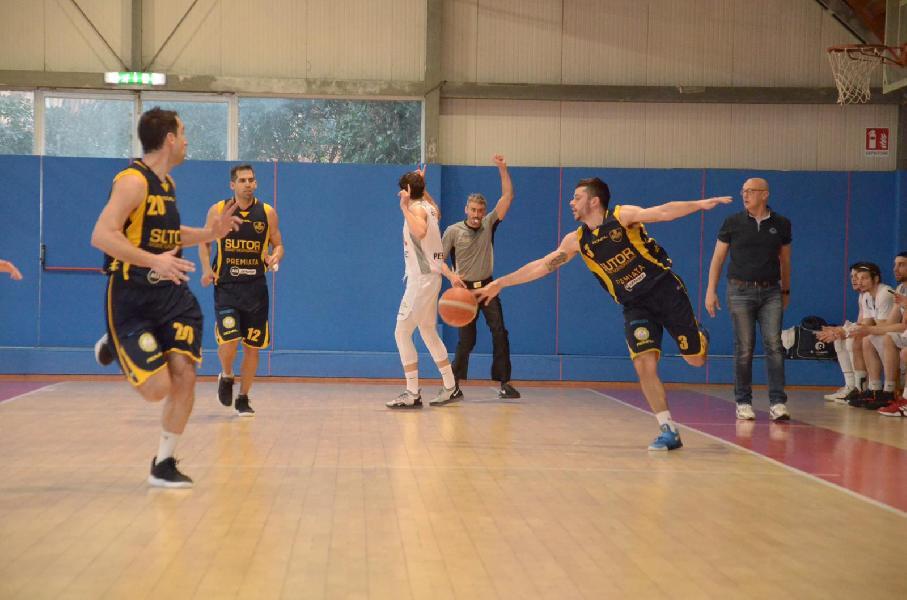 https://www.basketmarche.it/immagini_articoli/01-04-2019/bramante-pesaro-supera-sutor-montegranaro-conquista-playoff-600.jpg