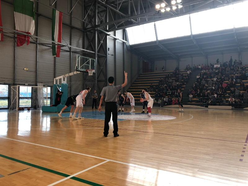 https://www.basketmarche.it/immagini_articoli/01-04-2019/niente-fare-basket-foligno-matelica-playoff-passano-fossombrone-600.jpg
