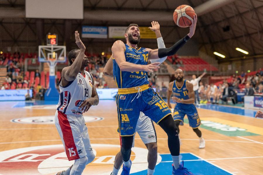 https://www.basketmarche.it/immagini_articoli/01-04-2019/poderosa-montegranaro-risale-espugna-campo-assigeco-piacenza-600.jpg