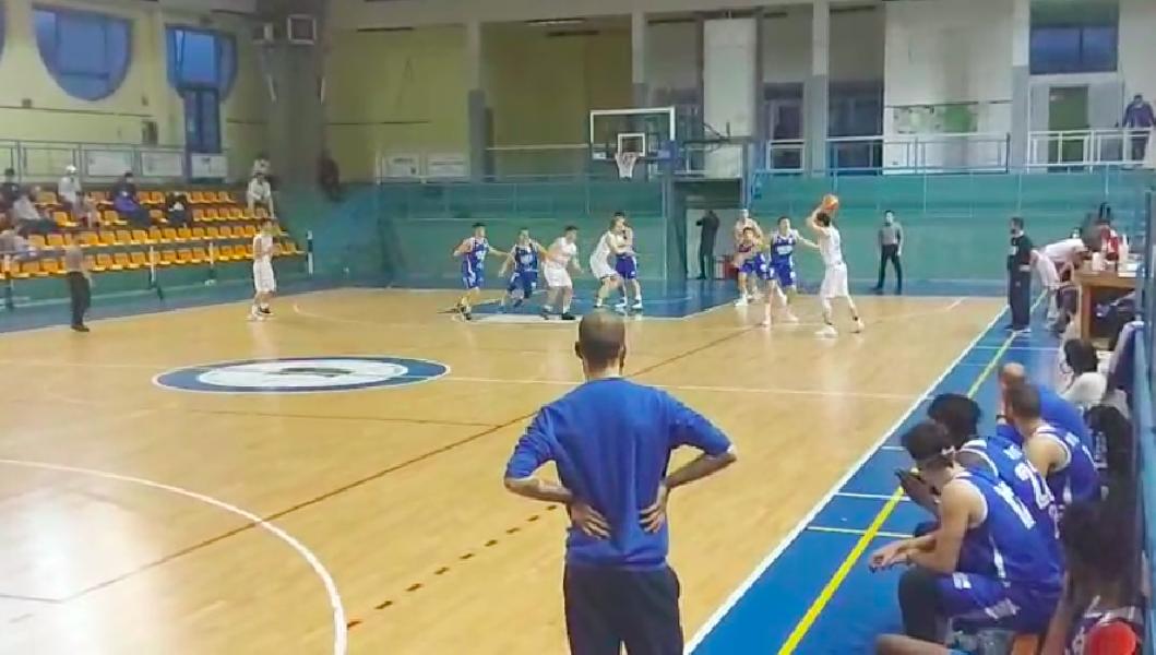 https://www.basketmarche.it/immagini_articoli/01-04-2021/recupero-pescara-basket-passa-volata-campo-basket-isernia-600.png