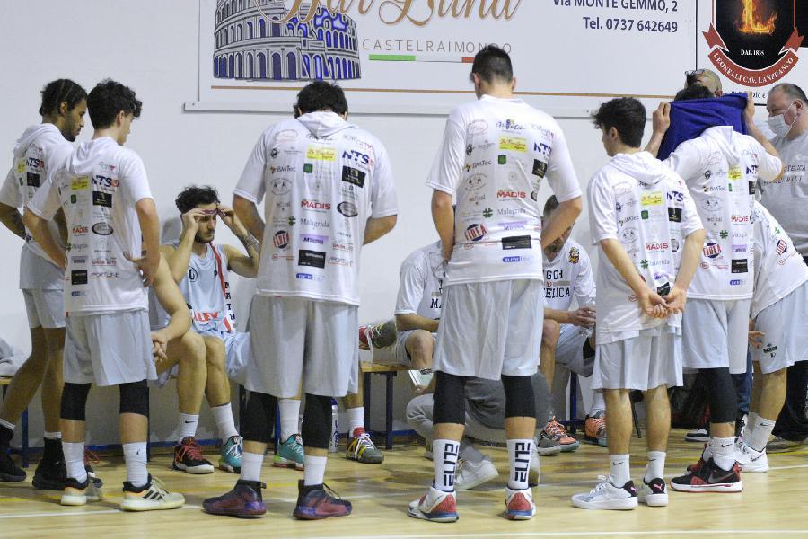 https://www.basketmarche.it/immagini_articoli/01-04-2021/unibasket-lanciano-arrende-solo-sirena-vigor-matelica-esulta-porta-casa-punti-600.jpg