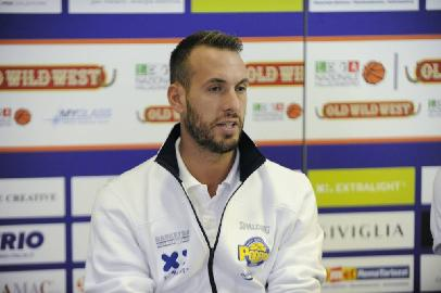 https://www.basketmarche.it/immagini_articoli/01-05-2018/serie-a2-playoff-poderosa-montegranaro-coach-ceccarelli--stasera-ci-aspetta-una-partita-difficile-ma-noi-siamo-pronti--270.jpg