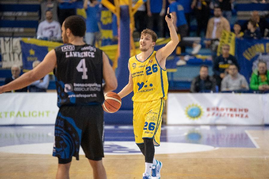 https://www.basketmarche.it/immagini_articoli/01-05-2019/poderosa-montegranaro-sconfitta-latina-coach-pancotto-dobbiamo-migliorare-nostre-percentuali-600.jpg