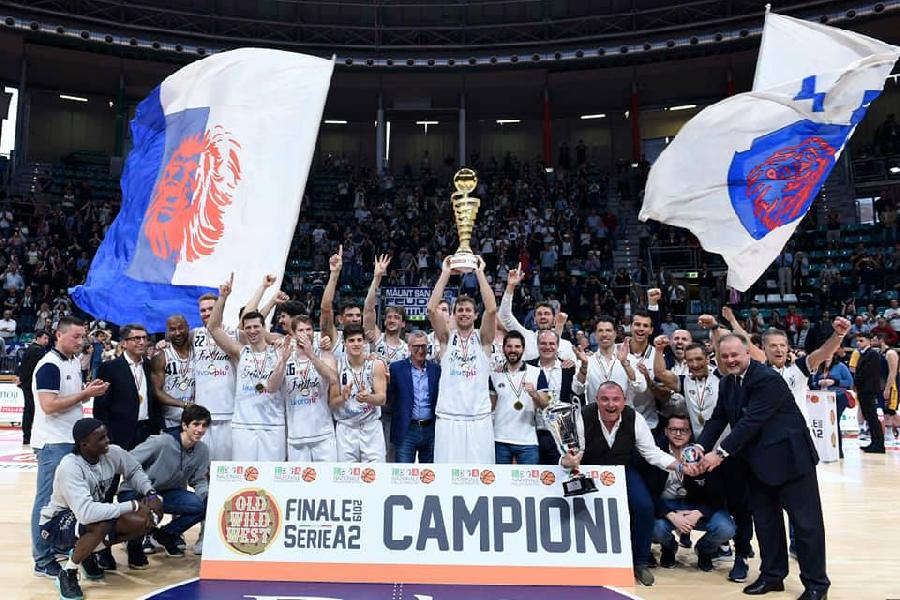 https://www.basketmarche.it/immagini_articoli/01-05-2019/serie-fortitudo-bologna-supera-virtus-roma-overtime-campione-italia-serie-600.jpg