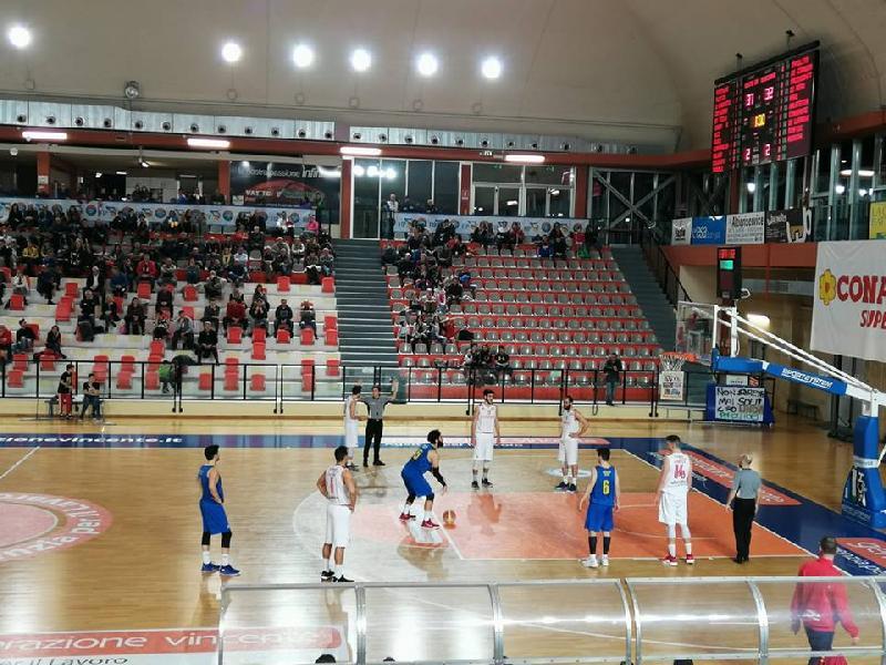 https://www.basketmarche.it/immagini_articoli/01-05-2019/silver-playoff-presentazione-vasto-basket-pallacanestro-recanati-statistiche-parole-allenatori-600.jpg