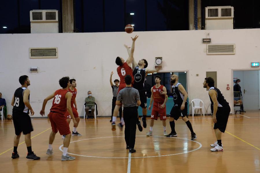 https://www.basketmarche.it/immagini_articoli/01-05-2021/triple-trascinano-sporting-pselpidio-vittoria-88ers-civitanova-600.jpg