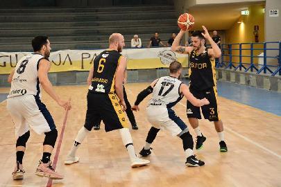 https://www.basketmarche.it/immagini_articoli/01-06-2018/serie-c-silver-fase-nazionale-prima-giornata-vittorie-per-campetto-ancona-san-nicola-corato-e-catania-270.jpg