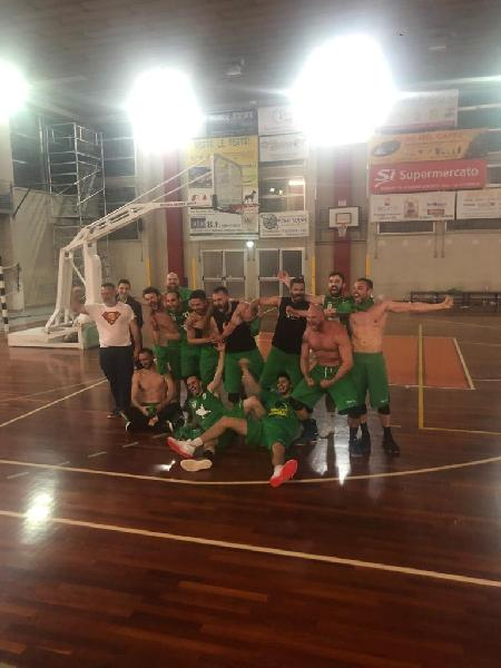 https://www.basketmarche.it/immagini_articoli/01-06-2019/promozione-finals-picchio-civitanova-sbanca-chiaravalle-promosso-serie-600.jpg