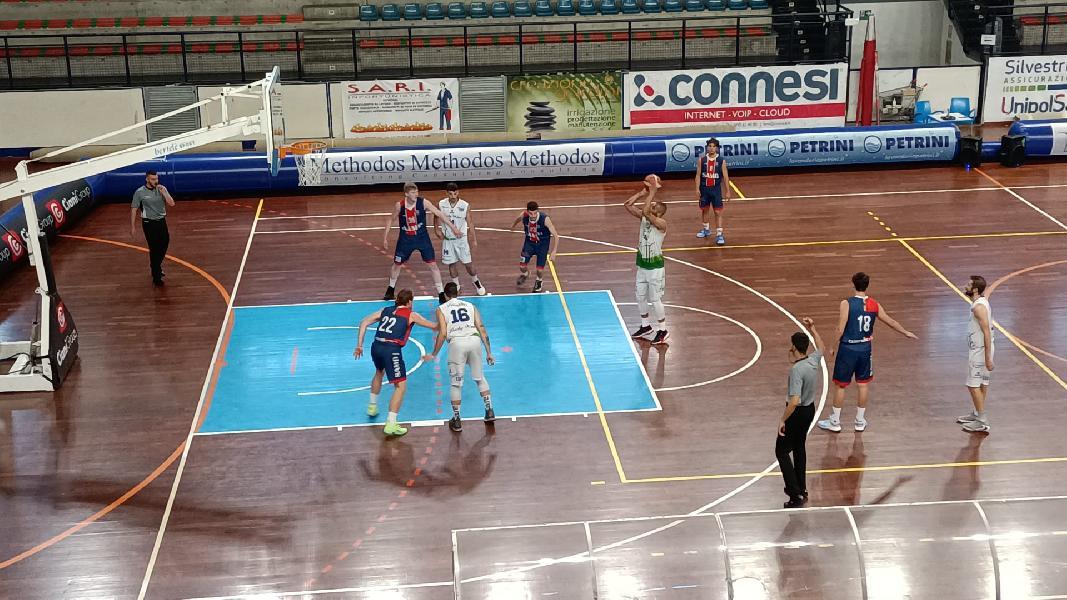 https://www.basketmarche.it/immagini_articoli/01-06-2021/foligno-coach-pierotti-lavoro-allenamento-pagando-contento-rientri-rath-marchionni-600.jpg