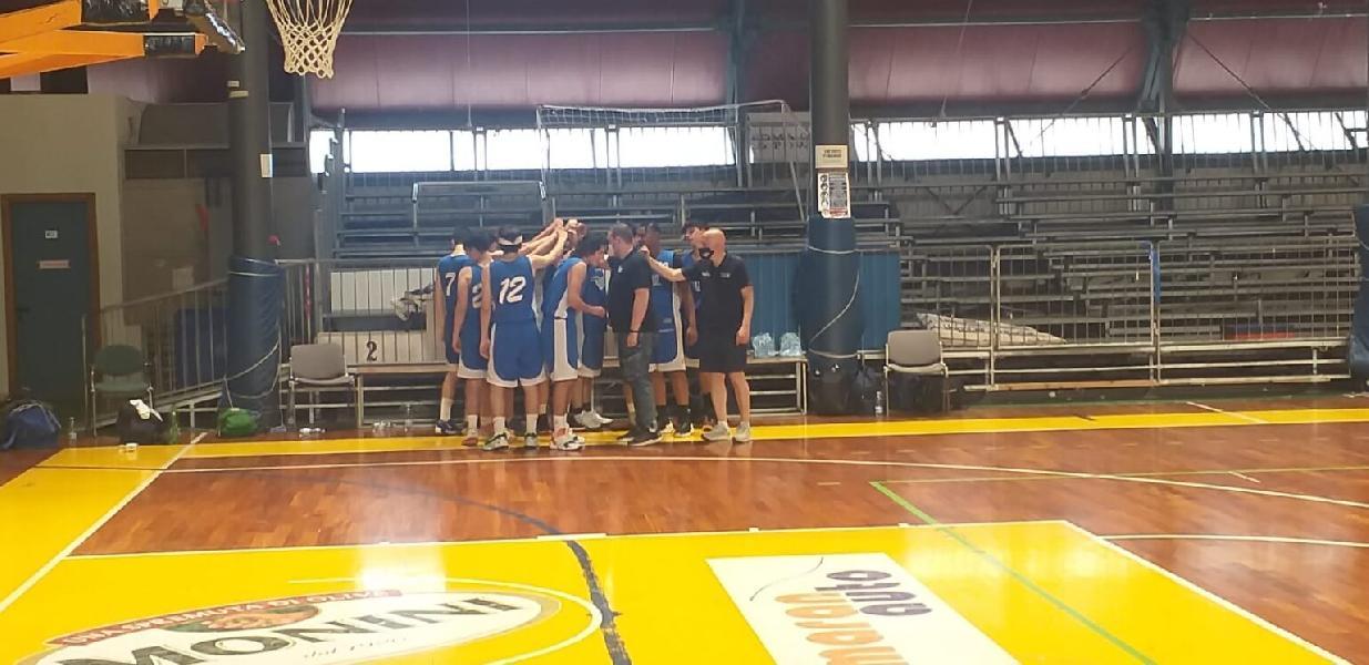 https://www.basketmarche.it/immagini_articoli/01-06-2021/gold-foligno-basket-espugna-campo-giromondo-spoleto-600.jpg