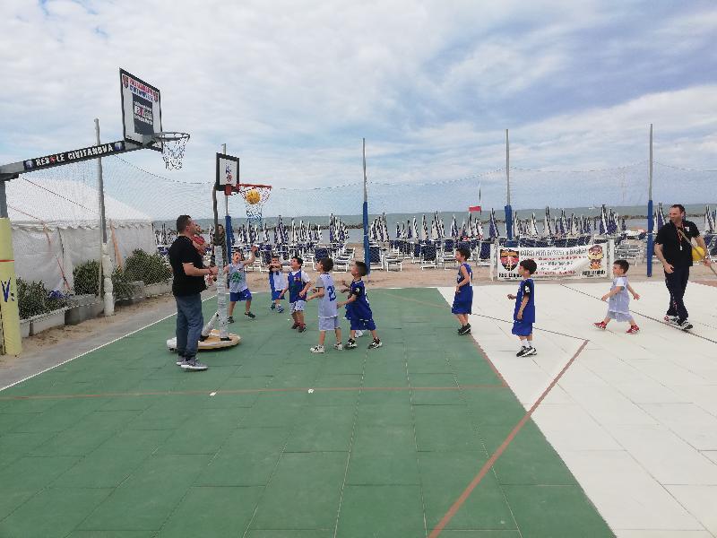 https://www.basketmarche.it/immagini_articoli/01-06-2021/pallacanestro-civitanovese-attivit-estiva-stabilimento-resole-beach-600.jpg