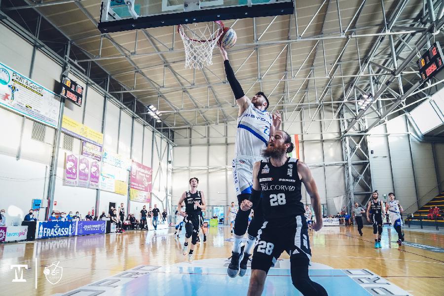 https://www.basketmarche.it/immagini_articoli/01-06-2021/playoff-rucker-vendemiano-concede-janus-fabriano-adesso-durissima-600.jpg