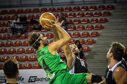https://www.basketmarche.it/immagini_articoli/01-07-2018/serie-b-nazionale-il-campetto-ancona-conferma-l-esterno-sergio-maddaloni-270.jpg