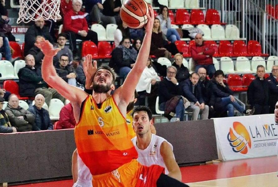 https://www.basketmarche.it/immagini_articoli/01-07-2019/colpo-mercato-frata-nard-ingaggiata-alessandro-azzaro-600.jpg