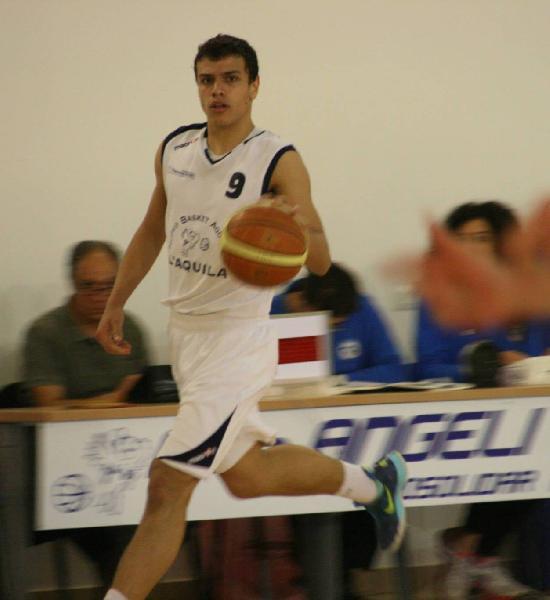https://www.basketmarche.it/immagini_articoli/01-08-2019/basket-aquilano-conferma-fabio-foresta-600.jpg