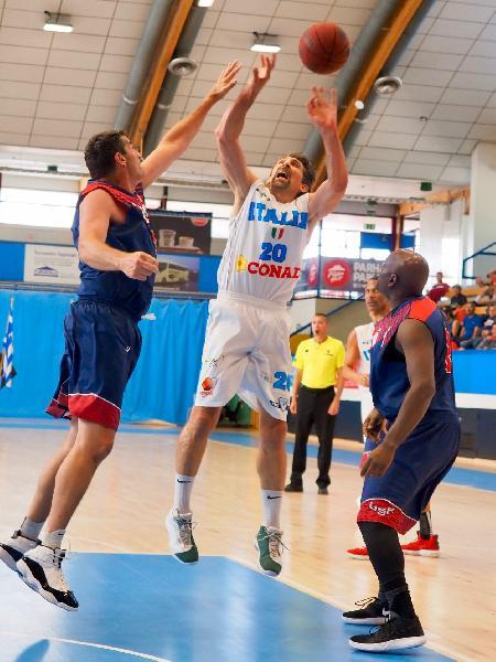 https://www.basketmarche.it/immagini_articoli/01-08-2019/mondiali-maxibasket-nazionali-volano-semifinale-alessandro-angeli-eletto-miglior-giocatore-master-600.jpg