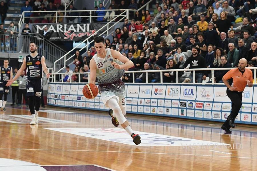 https://www.basketmarche.it/immagini_articoli/01-08-2020/pallacanestro-roseto-ufficiale-firma-pivot-aleksa-nikolic-600.jpg