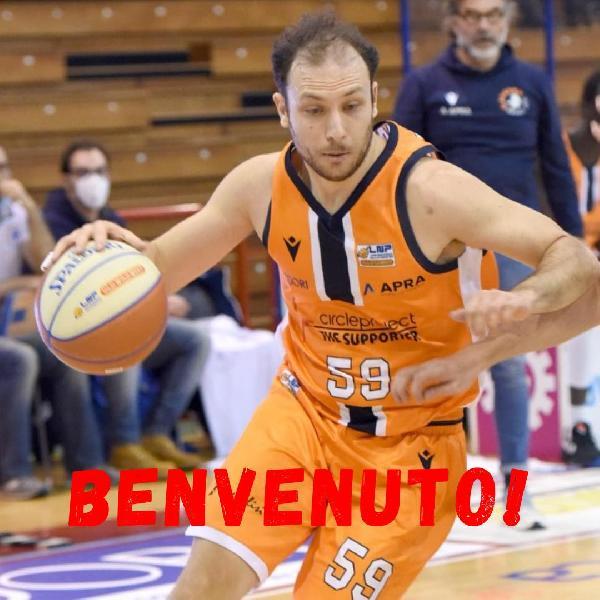 https://www.basketmarche.it/immagini_articoli/01-08-2021/ufficiale-fabio-giampieri-lascia-marche-firma-oleggio-magic-basket-600.jpg