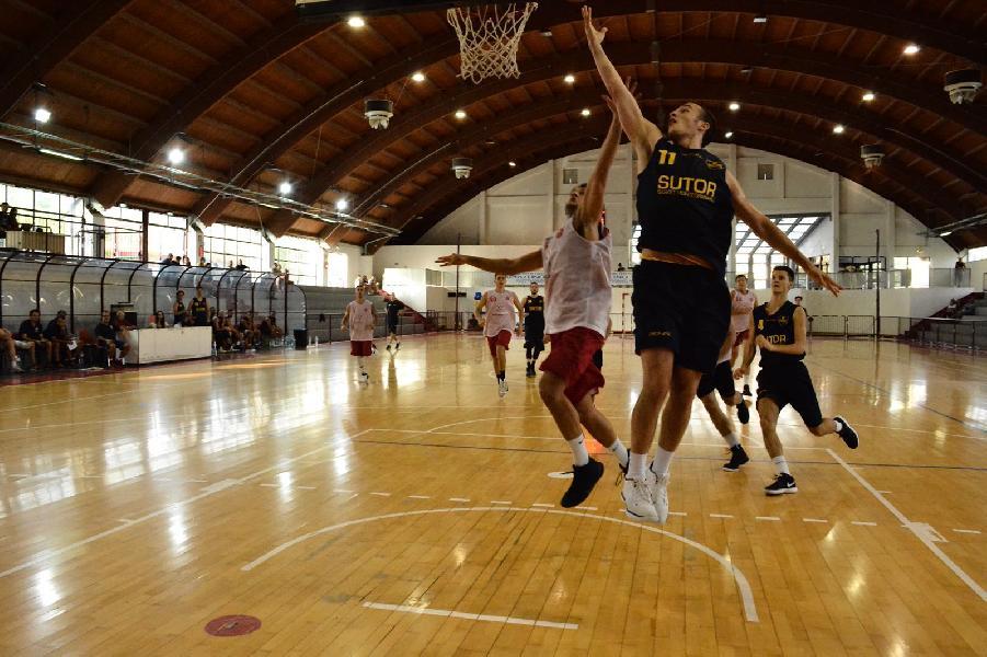https://www.basketmarche.it/immagini_articoli/01-09-2018/serie-gold-buona-prova-sutor-montegranaro-campo-teramo-basket-600.jpg