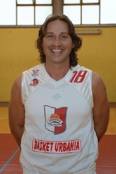 https://www.basketmarche.it/immagini_articoli/01-09-2018/serie-silver-grande-colpo-mercato-pallacanestro-fermignano-firmato-centro-fabrizio-facenda-600.jpg