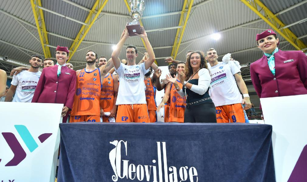 https://www.basketmarche.it/immagini_articoli/01-09-2019/dinamo-sassari-supera-efes-pilsen-aggiudica-basketball-tournament-italy-600.jpg