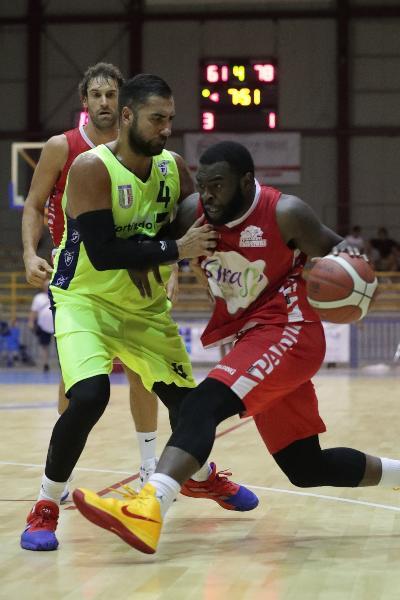 https://www.basketmarche.it/immagini_articoli/01-09-2019/quadrangolare-cervia-fortitudo-bologna-supera-buona-oras-ravenna-vince-torneo-600.jpg