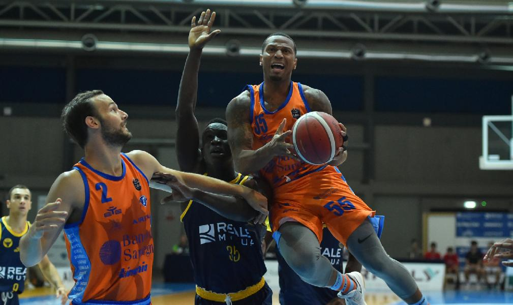 https://www.basketmarche.it/immagini_articoli/01-09-2019/torneo-italy-dinamo-sassari-batte-torino-finale-trover-efes-600.jpg