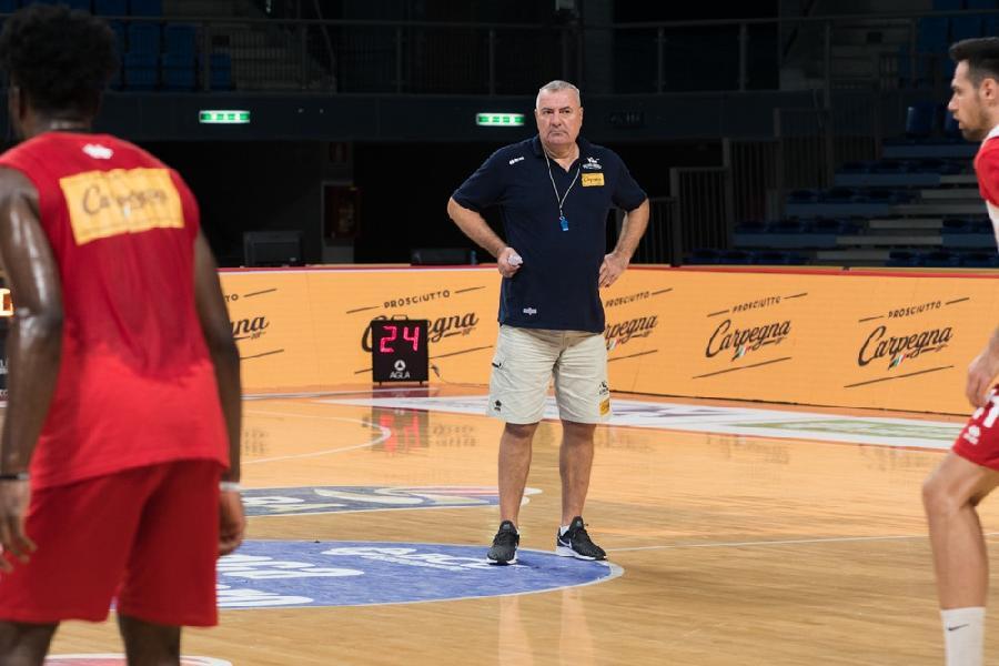 https://www.basketmarche.it/immagini_articoli/01-09-2020/pesaro-coach-repesa-andiamo-olbia-giocarcela-costruire-giusta-mentalit-600.jpg