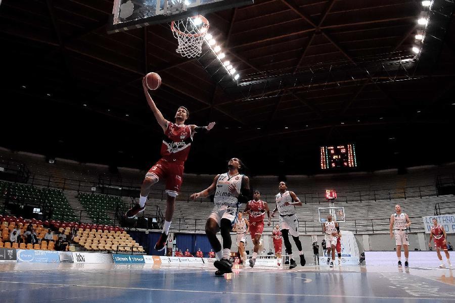 https://www.basketmarche.it/immagini_articoli/01-09-2020/supercoppa-olimpia-milano-travolge-ancora-cant-firma-tris-600.jpg