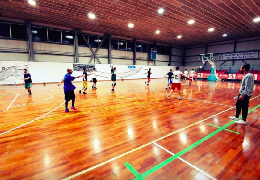 https://www.basketmarche.it/immagini_articoli/01-10-2020/conero-coach-michele-cucchiarelli-fine-ottobre-proveremo-disputare-qualche-amichevole-600.png