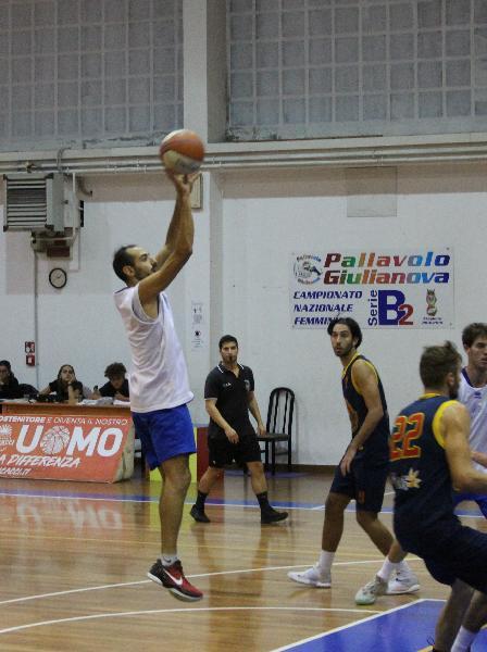 https://www.basketmarche.it/immagini_articoli/01-10-2021/pescara-basket-matteo-carid-modo-lavoriamo-tutta-differenza-nellarco-campionato-600.jpg