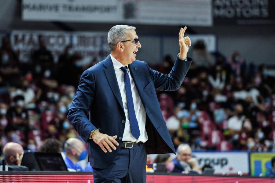 https://www.basketmarche.it/immagini_articoli/01-10-2021/reyer-venezia-coach-raffaele-treviso-grande-ritmo-partita-dura-appassionante-tifosi-600.jpg