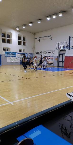 https://www.basketmarche.it/immagini_articoli/01-12-2018/loreto-pesaro-vince-volata-derby-campo-basket-giovane-pesaro-600.jpg