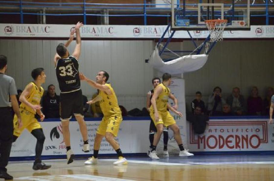 https://www.basketmarche.it/immagini_articoli/01-12-2019/maratona-vincono-tigers-cesena-sutor-montegranaro-dopo-supplementari-600.jpg