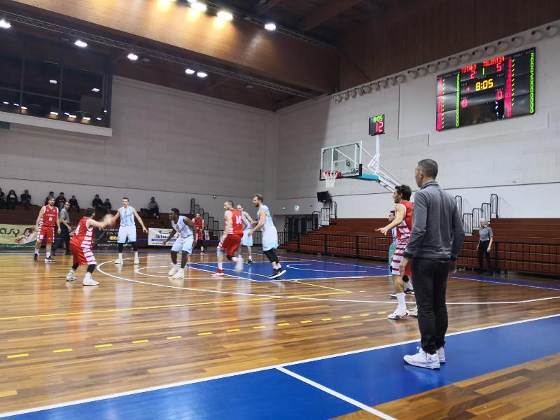 https://www.basketmarche.it/immagini_articoli/01-12-2019/super-titano-marino-supera-tolentino-conquista-quarta-vittoria-consecutiva-600.jpg