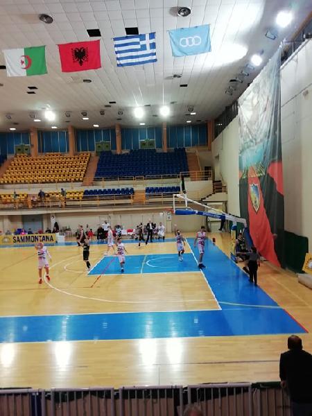 https://www.basketmarche.it/immagini_articoli/01-12-2019/unibasket-lanciano-vince-merito-derby-magic-basket-chieti-600.jpg