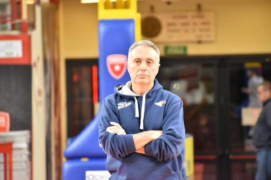 https://www.basketmarche.it/immagini_articoli/01-12-2019/virtus-roma-coach-bucchi-dobbiamo-chiuderci-palestra-ritrovare-quell-intensit-abbiamo-600.jpg