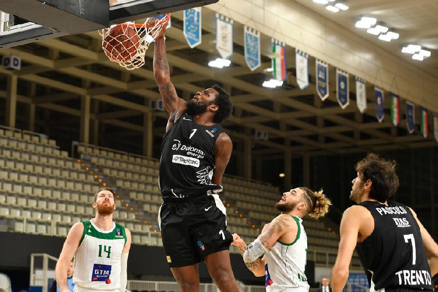 https://www.basketmarche.it/immagini_articoli/01-12-2020/aquila-basket-trento-impegnata-allenamento-congiunto-tezenis-verona-600.jpg