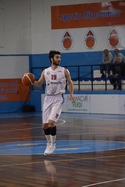 https://www.basketmarche.it/immagini_articoli/02-01-2019/colpo-mercato-porto-sant-elpidio-basket-salerno-arriva-play-marco-cucco-600.jpg