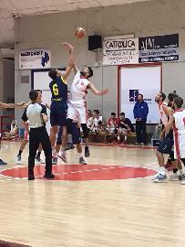https://www.basketmarche.it/immagini_articoli/02-02-2018/d-regionale-il-basket-maceratese-in-cerca-di-riscatto-contro-il-basket-auximum-osimo-270.jpg