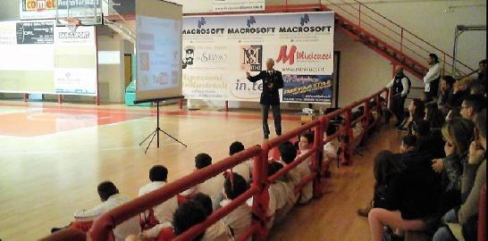 https://www.basketmarche.it/immagini_articoli/02-02-2018/d-regionale-il-basket-maceratese-incontro-formativo-per-i-giovani-sull-uso-consapevole-di-internet-270.jpg