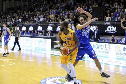 https://www.basketmarche.it/immagini_articoli/02-02-2018/serie-a2-poderosa-montegranaro-ridotta-ad-una-giornata-la-squalifica-di-powell-270.jpg