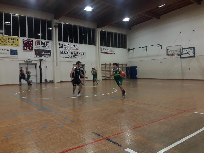 https://www.basketmarche.it/immagini_articoli/02-02-2019/pallacanestro-calcinelli-supera-volata-cerontiducali-urbino-600.jpg